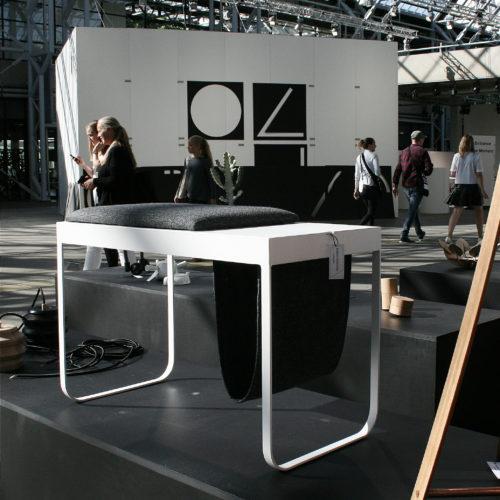 Nordic Function Add on bord og magasinholder til designmesse table with holder for magazines displayed at design fair Danish design
