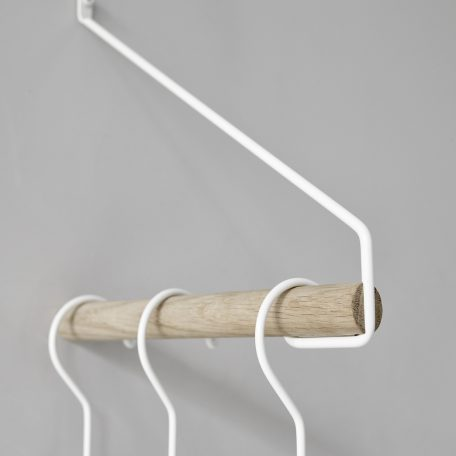 Nordic Function Add More bøjlestang i ubehandlet eg med pulverlakeret metalbøjle coat rack in powder coated steel and untreated oak