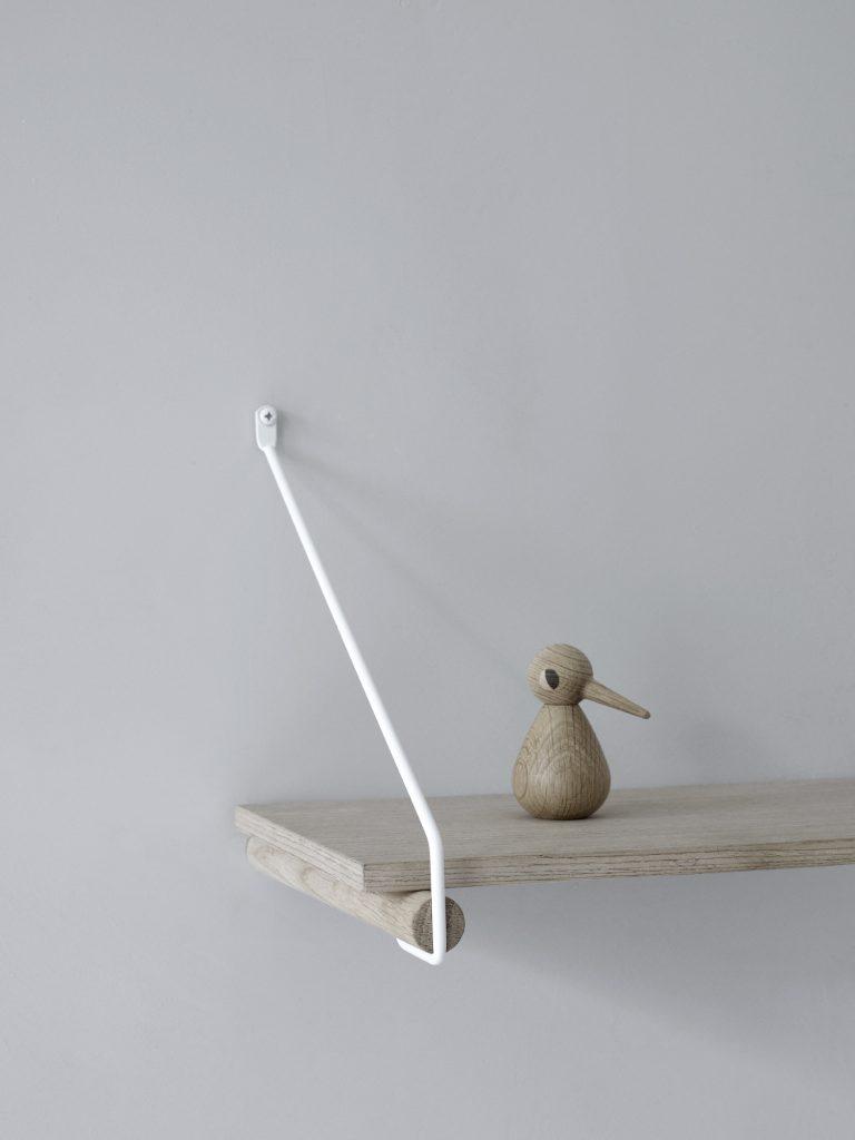 Nordic Function Add More hyldeknægt og bøjlestang i eg og hvid combined shelf holder and coat rack in Danish design wood and steel