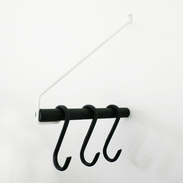 Nordic Function Add More bøjlestang sort hvid med sorte læder s-kroge black and white coat rack with black leather s hooks