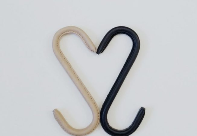 Nordic Function Upgrade S-kroge i læder sort og lys design leather S-hooks in rich leather