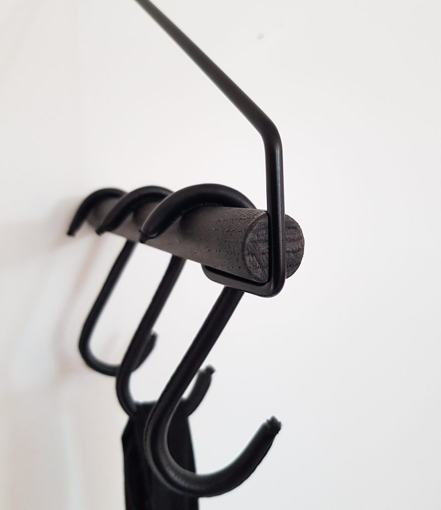 Nordic Function Upgrade læder s-kroge i sort på Addmore bøjlestang leather s-hooks black on black coat rack