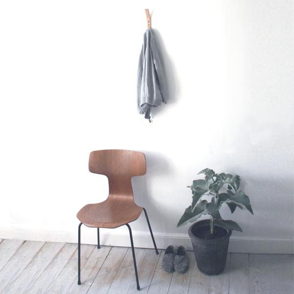 Nordic Function læderknage i naturlæder med håndsyede kanter til entre eller værelse leather coat hook natural leather for entrance hall or bedroom