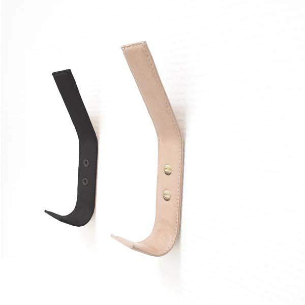 Nordic Function læderknager i natur og sort med håndsyede kanter hand stiched leather coat hooks in black and natural leather