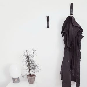 Nordic Function Leather coat hook knager i entre sort leather coat hooks black design