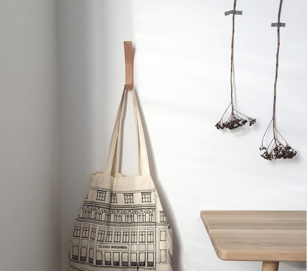 Nordic Function Leather coat hook in natural leather with net beautiful storage in Nordic design