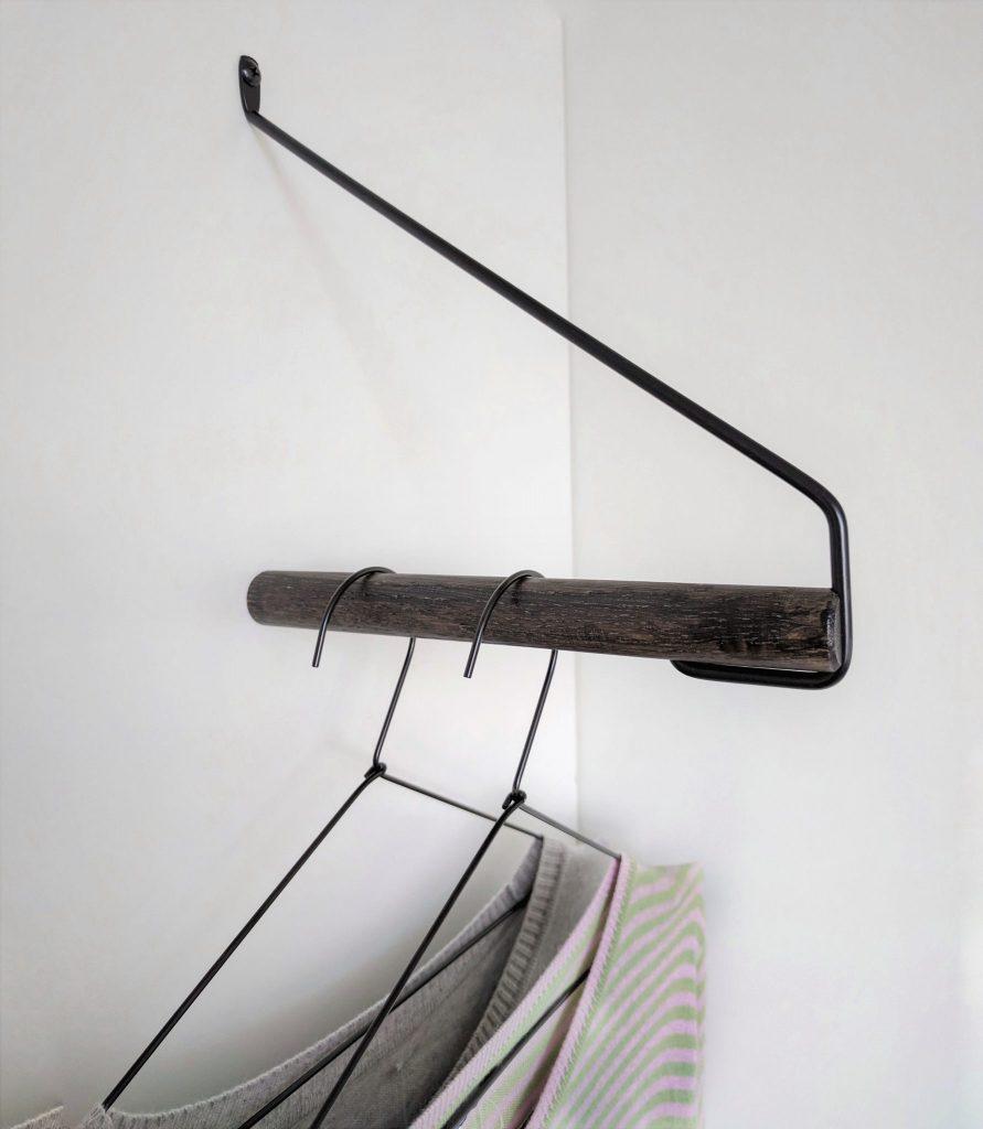 Nordic Function Addmore bøjlestang til tøj sort eg sort metal coat rack for hangers nordic design black oak black metal