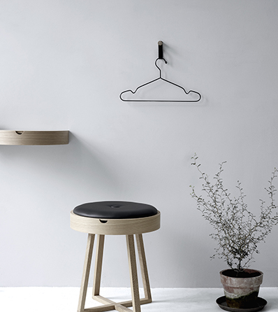 Nordic Function Not just a table design i eg og sort læder bord og taburet i et table oak leather
