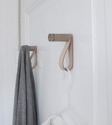 Nordic Function Morehook i eg og naturlæder ophængning i dansk design hooks for bedroom or bathroom