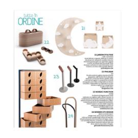 Nordic Function 2Grab paper towel holder in Italian design magazine italiensk design køkkenrulleholder