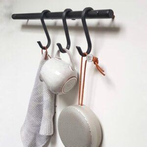 Væghængt bøjlestang med læder s-kroge Nordic Function